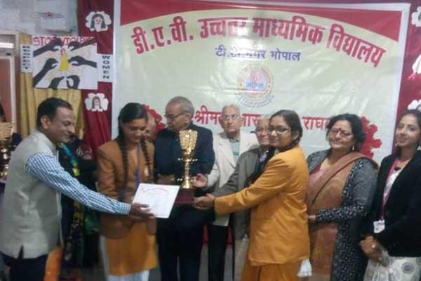 Maharishi Vidya Mandir Ratanpur became the runner-up of the state-level debate competition