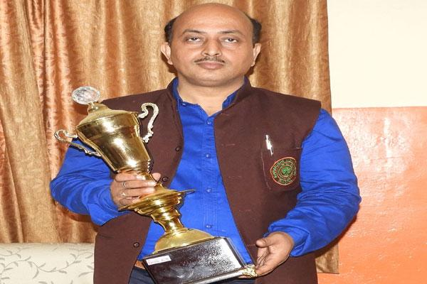Sh. Balveer Singh Guleria (Principal, Maharishi Vidya Mandir, Ratanpur) awarded by Lions Club, Bhopal for maximum participation.